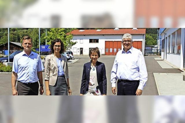Landrätin besucht Firma Develco