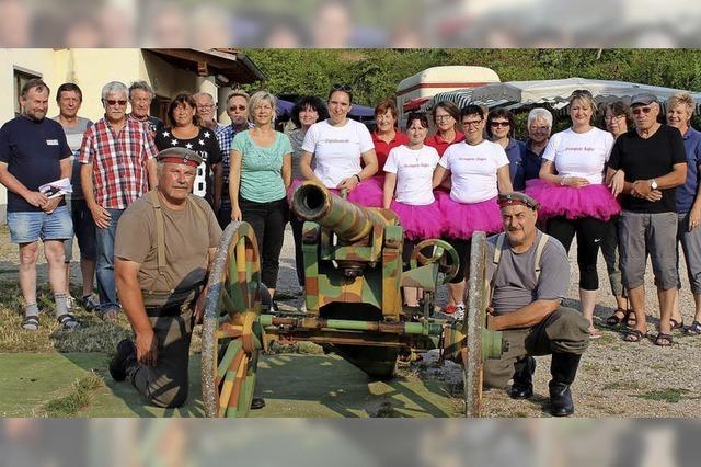 Zur Siegerehrung am Schützenhaus gibt's Böllerschüsse