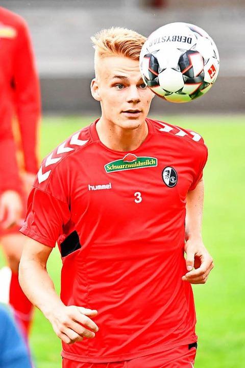 Den Blick auf den Ball und nach vorn gerichtet: Philipp Lienhart    Foto: achim keller