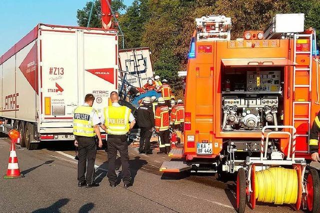 Gefährliches Stauende: Mann nach schwerem Unfall auf A5 gestorben