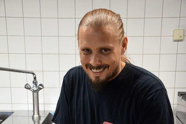 Carsten Seidel verköstigt Künstler und Crew beim Festival