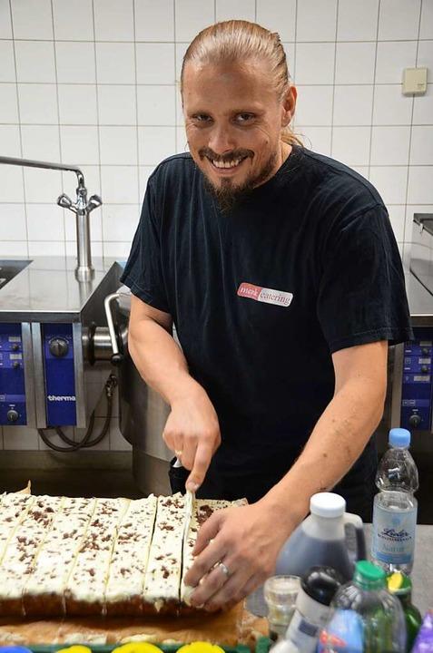 Seit acht Jahren steht Carsten Seidel beim Stimmen-Festival in der Küche.  | Foto: Dorothee Soboll
