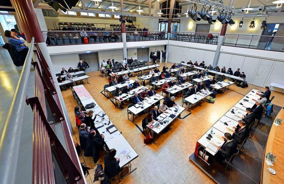 Im Zähringer Bürgersaal entfachte eine heiße Debatte.  | Foto: Michael Bamberger