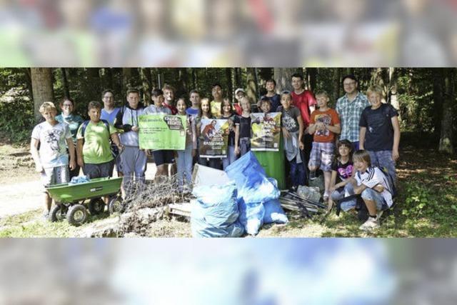 Müllsammeln für Kinderrechte