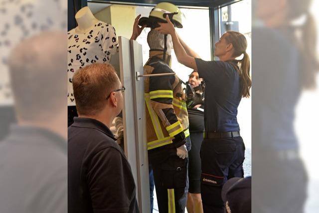Helfen ist bei der Feuerwehr groß in Mode