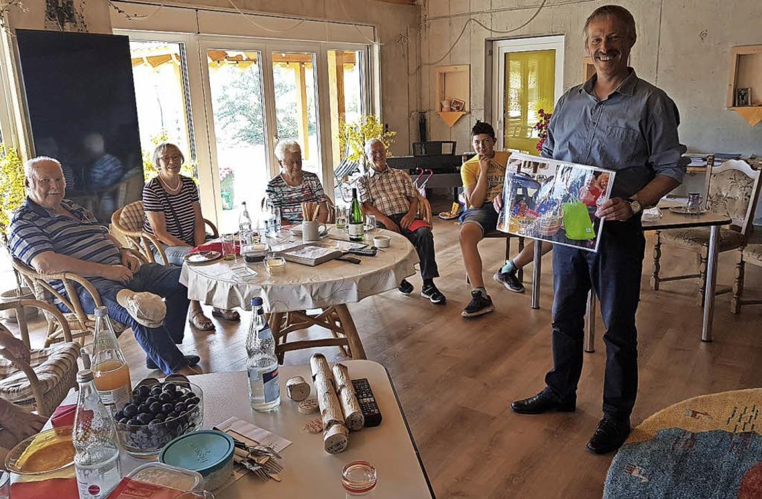 <BZ-FotoAnlauf>SPD im Dorfladen:</BZ-F...ie sich der Dorfladen entwickelt hat.     Foto: Privat