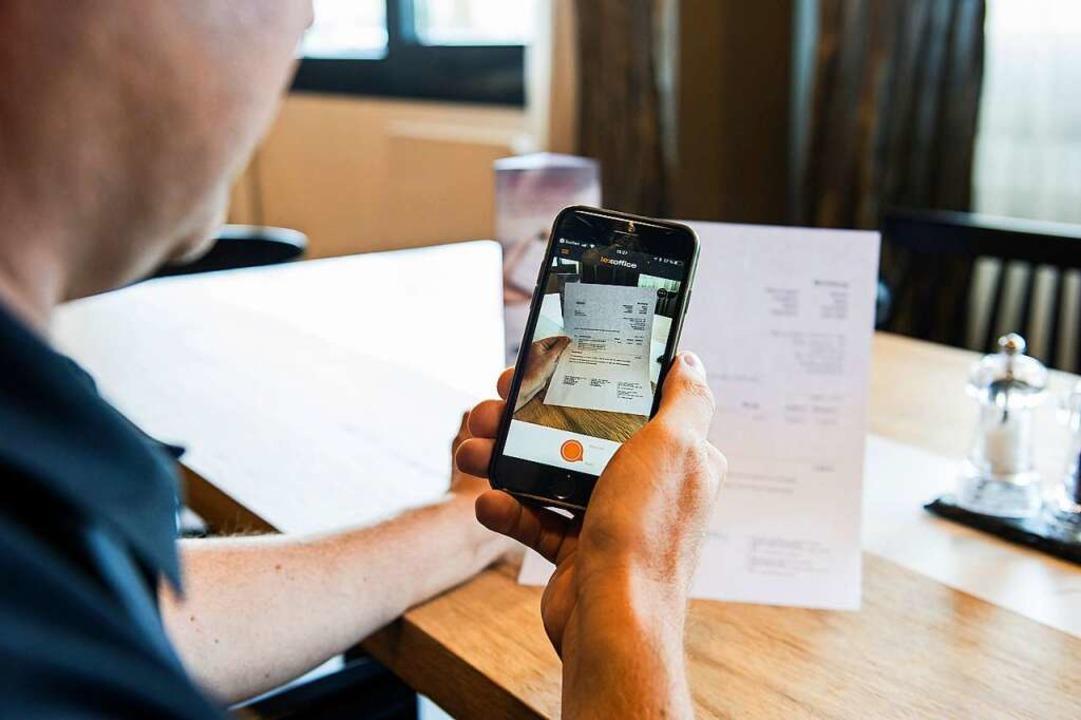 Buchhaltung auf dem Smartphone mit Lexoffice.  | Foto: Daniel Schoenen