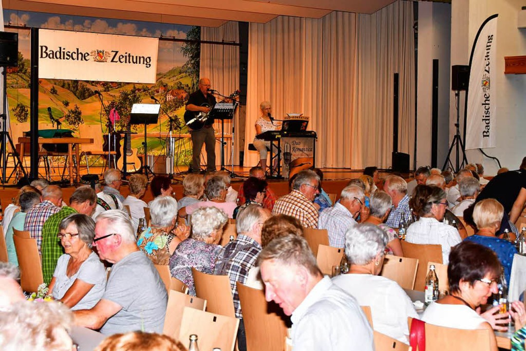 Etwa 400 volksmusikbegeisterte Gäste waren in den Kursaal nach Freiamt gekommen.  | Foto: Dieter Erggelet
