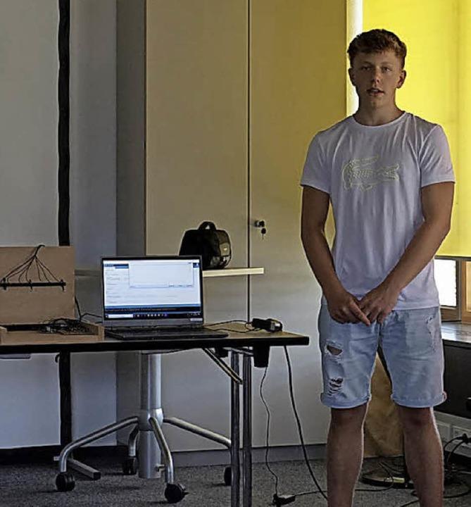 Raphael Wolf hat eine Laserharfe entwickelt.    Foto: Julius Wilhelm Steckmeister