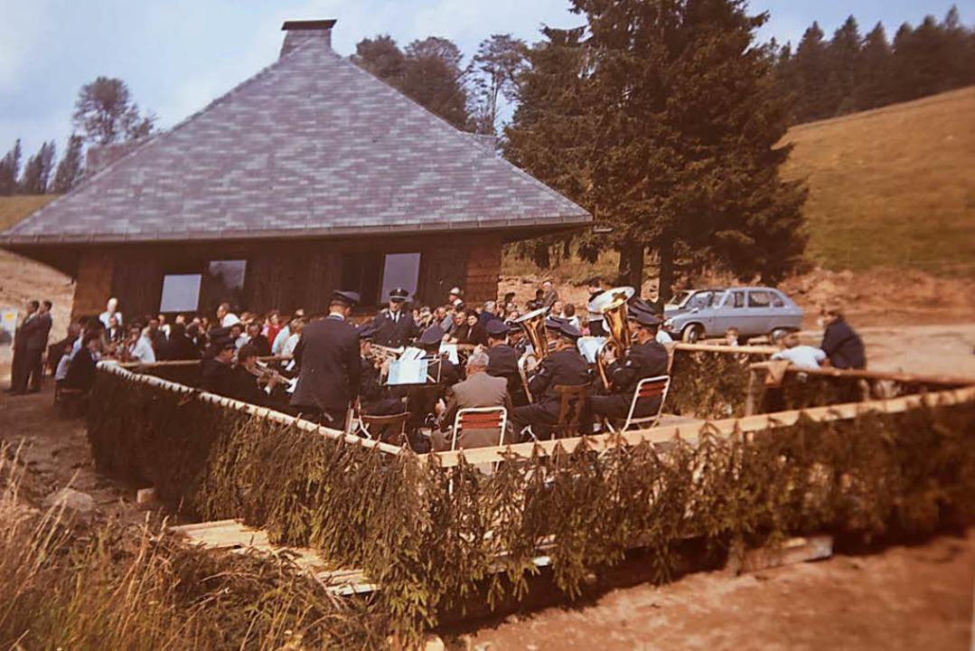 1968: Bei der Einweihungsfeier des dam...gebauten Almgasthofs Knöpflesbrunnen.   | Foto: Privat