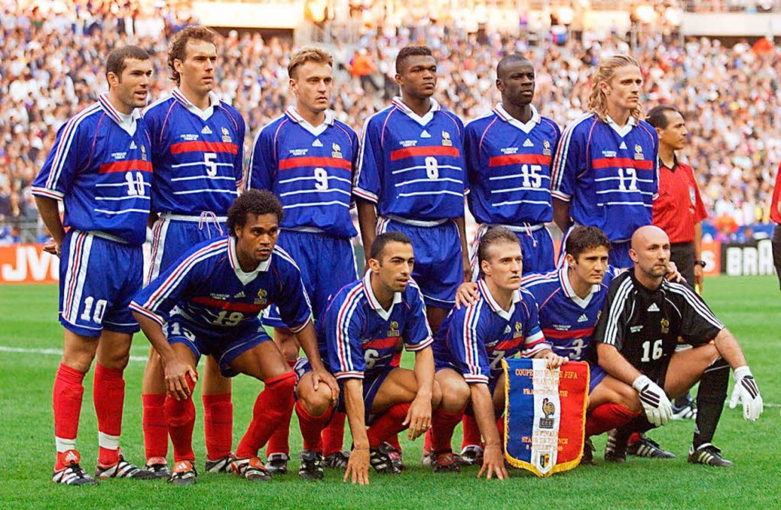 Die Elf, mit der Didier Deschamps (vor... links) vor 20 Jahren den Titel holte   | Foto: AFP/Archiv