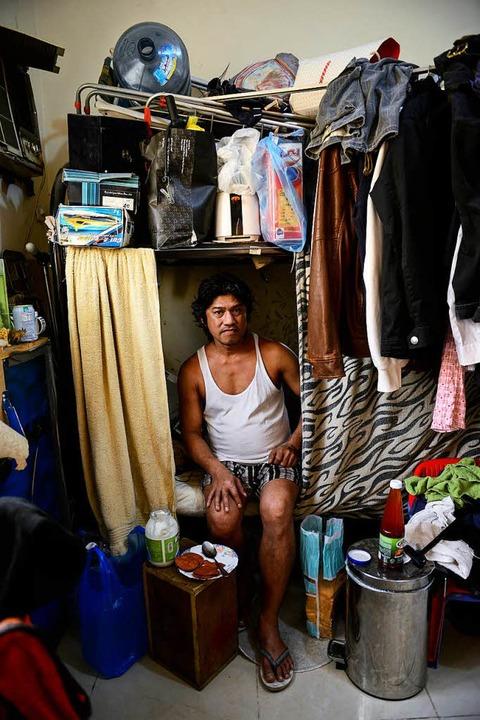 In einer Sammelunterkunft für Gastarbeiter  | Foto: JOERG BOETHLING