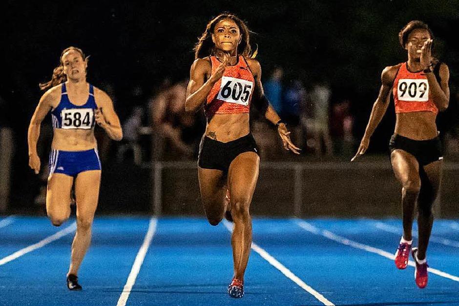 Neuer Meetingrekord über 200 Meter:  die Jamaikanerin Yanique Haye (Mitte) knackte in 23,94 Sekunden den 22 Jahre alten Bestwert. (Foto: Gerd Gruendl)