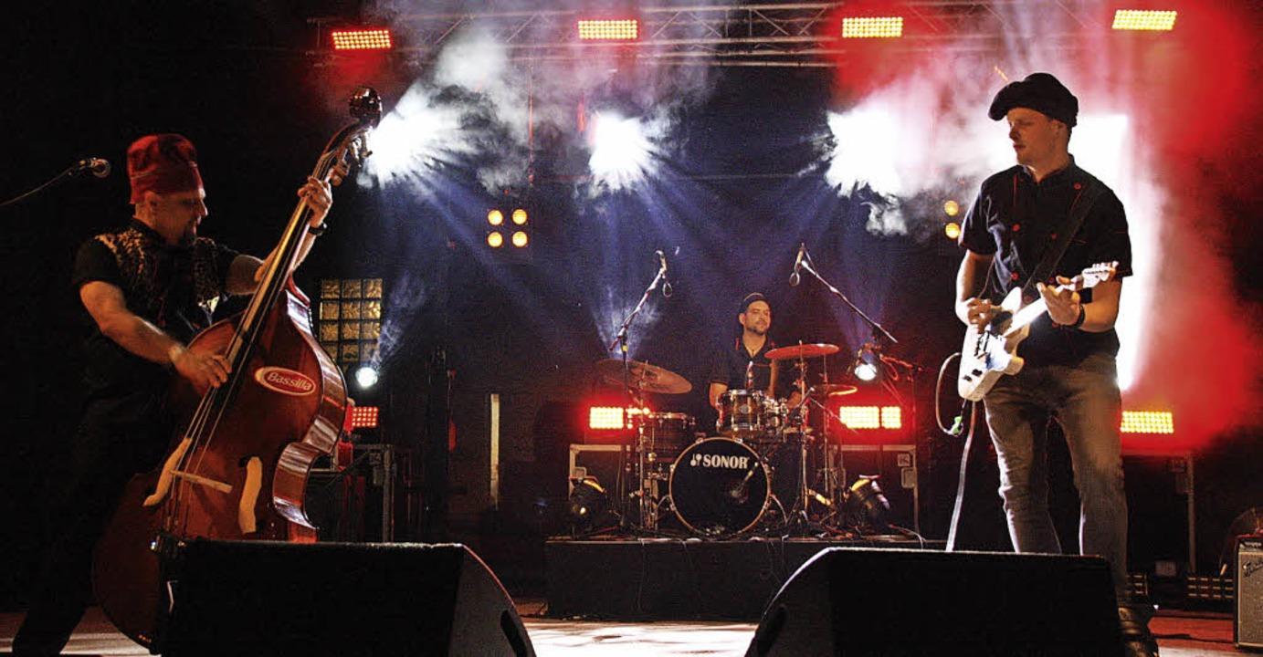 Fetziger Rock 'n' Roll der...ersten Festivalabend im Schambachtal.   | Foto: CHRISTIANE FRANZ
