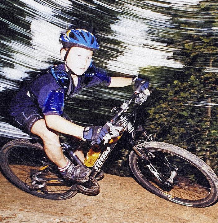 Auch Mountainbikefahren, kicken oder e...auf dem Programm für die Sommerferien.  | Foto: Jürgen Ruoff/Wolfgang Scheu/dpa/Wolf-Wilhelm Adam