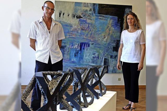 Dialog von Malerei und Skulpturen