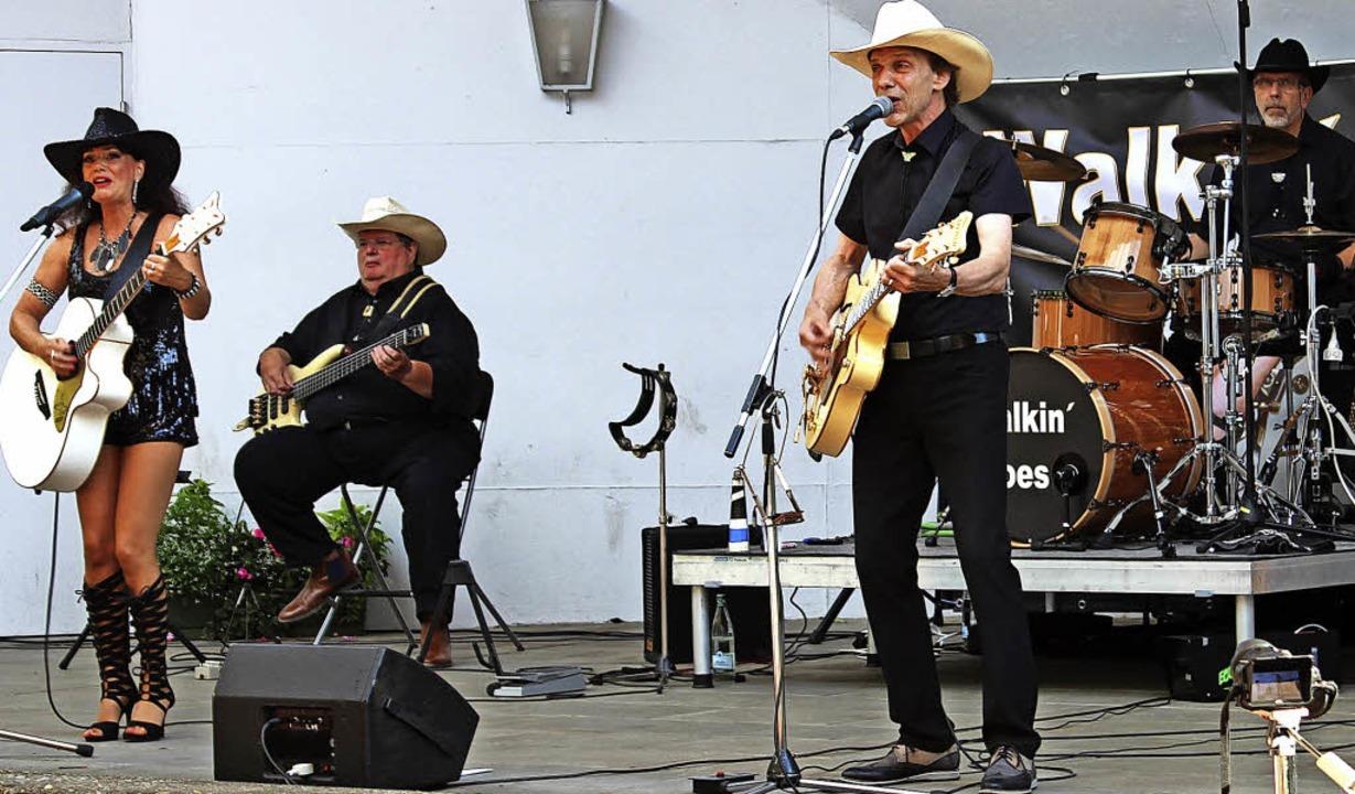 Die  Band Walkin' Shoes brachte ...te den  Country- Fans ordentlich ein.   | Foto: Pfeifer