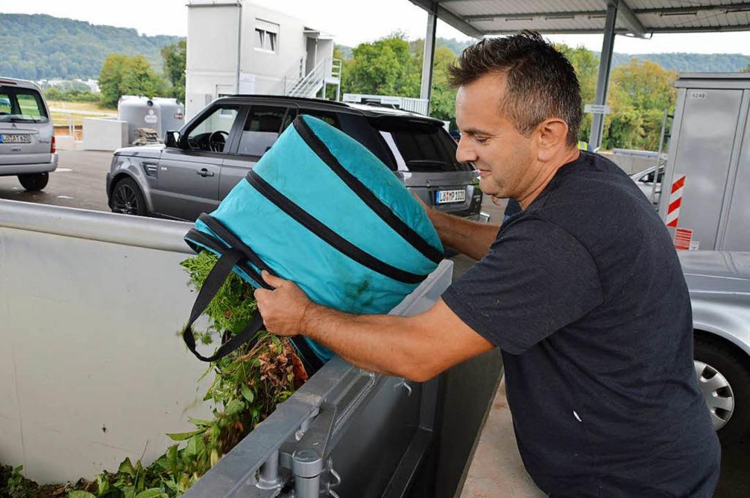 … und Ljaic Grünschnitt. Beiden gefällt der neue Recyclinghof gut  | Foto: Horatio Gollin