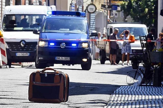 Bombendrohung: Unbekannter stellte Koffer ab und rennt weg