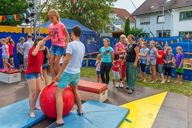 Kinder lernen die Zirkuswelt kennen
