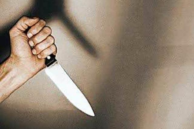 Unbekannter im Regionalzug bedroht Reisende mit Messer