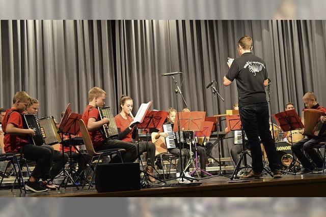 Jugendorchester des Handharmonikavereins Neuenburg in Neuenburg