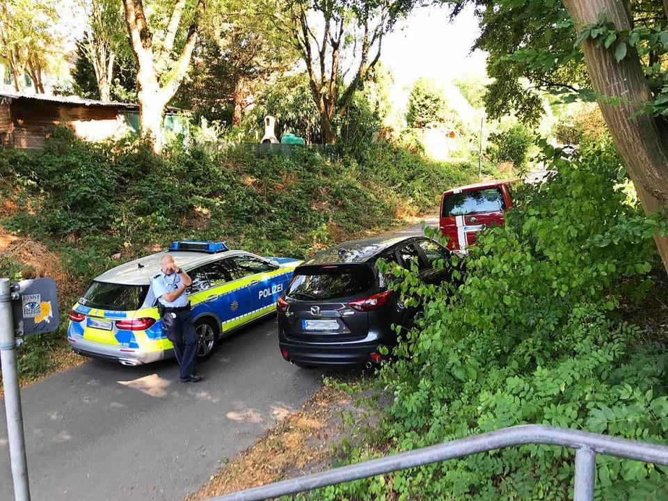 Die Polizei sicherte am Tatort am west...Ende der Ferdinand-Weiß-Straße Spuren.  | Foto: Daniel Laufer