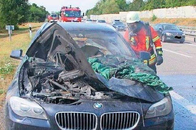 Auto brennt aus, vierköpfige Familie kommt mit dem Schrecken davon