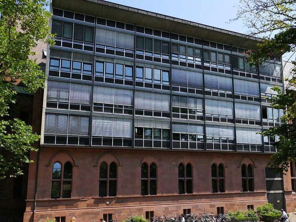 Das Büro von Historiker Heinrich Schwe...Aufbau ist ebenfalls eine Kriegsfolge.  | Foto: Joshua Kocher