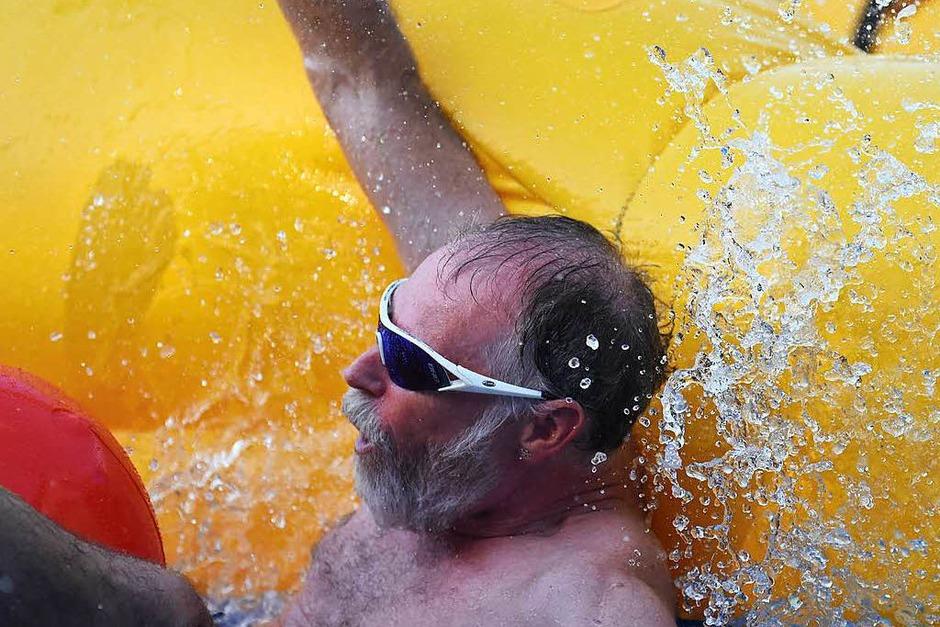 Eindrücke von der Wasserrutsche in der Basler Innenstadt (Foto: Jonas Hirt)