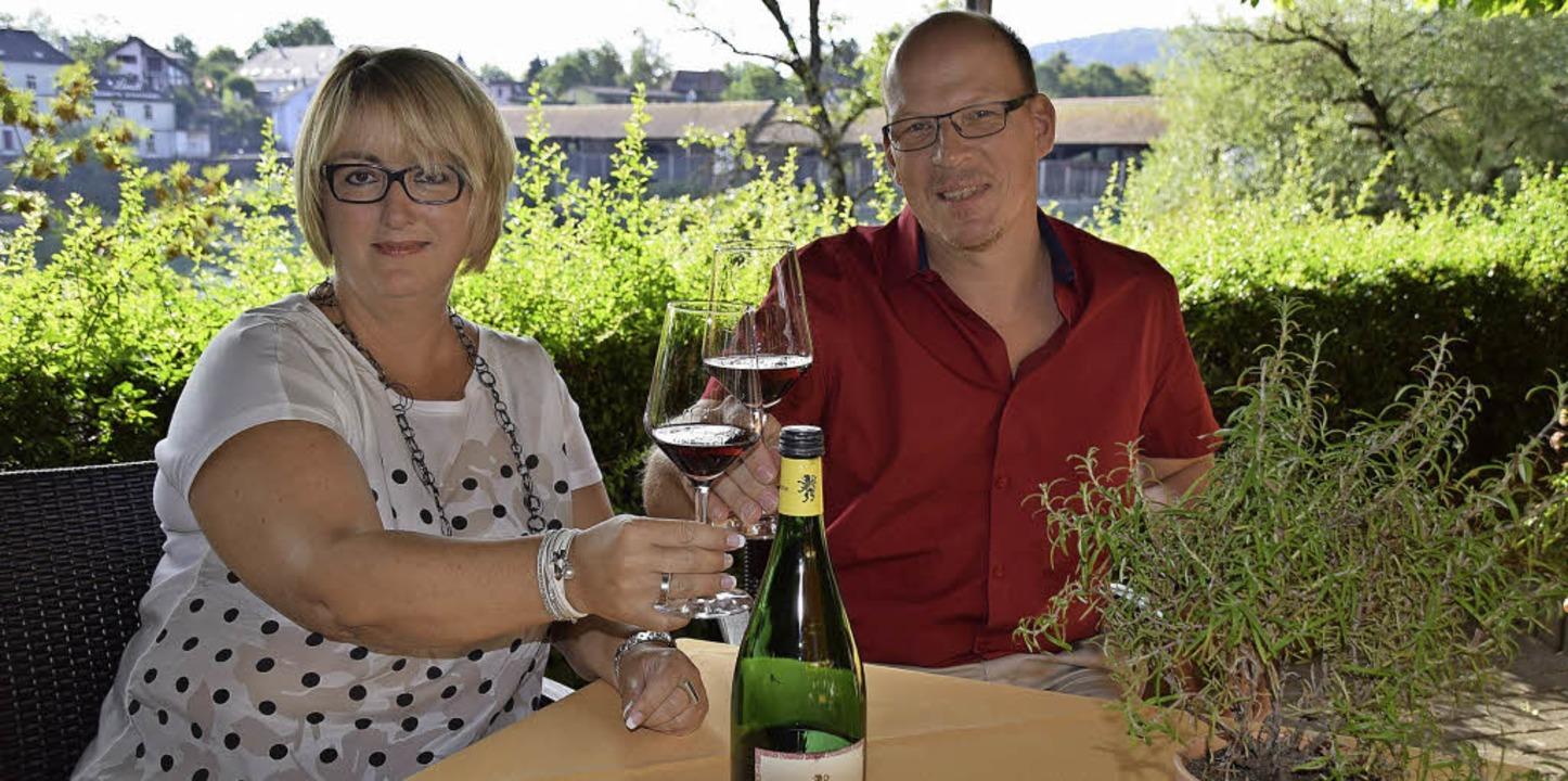 Elisabeth Vogt von Pro Bad Säckingen u...h auf die Symbiose aus Mode und Wein.   | Foto: Hildegard Siebold