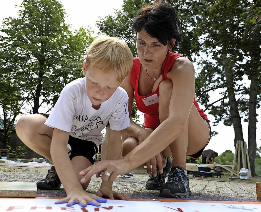Unter Anleitung können die Kinder ihre Ideen umsetzen.     Foto: Christoph Breithaupt
