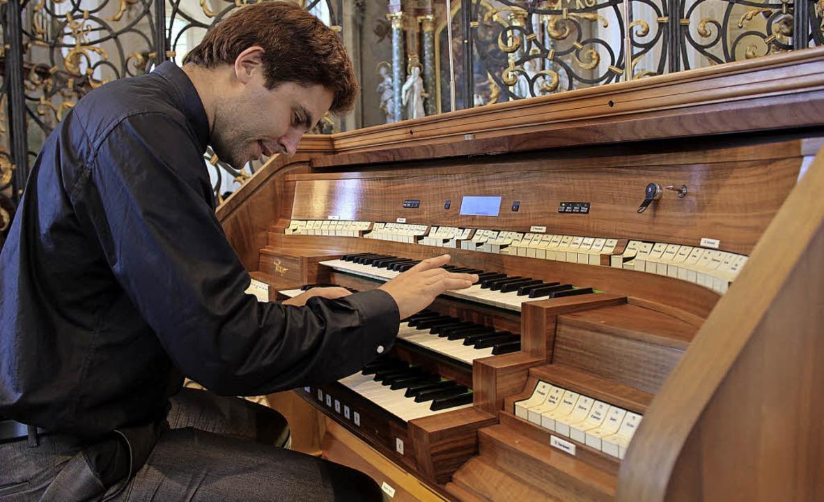 Raúl Prieto Ramírez zog alle Register ...Orgeln in der Barockkirche St. Peter.   | Foto: Erich Krieger
