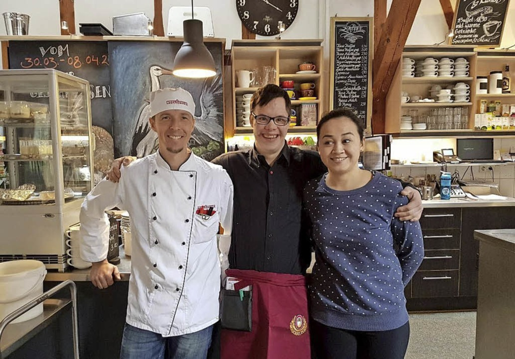 Mit Freude und Freunden bei der Arbeit... Shiu-Yie Furze im Hofgut Himmelreich   | Foto: Sophie Altenburger