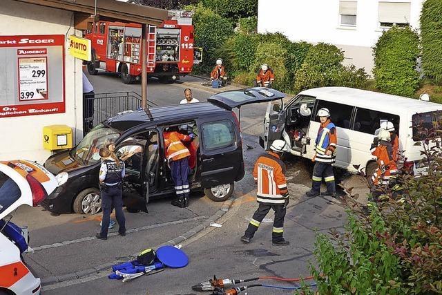 Schwerer Unfall in Hausen – fünf Verletzte