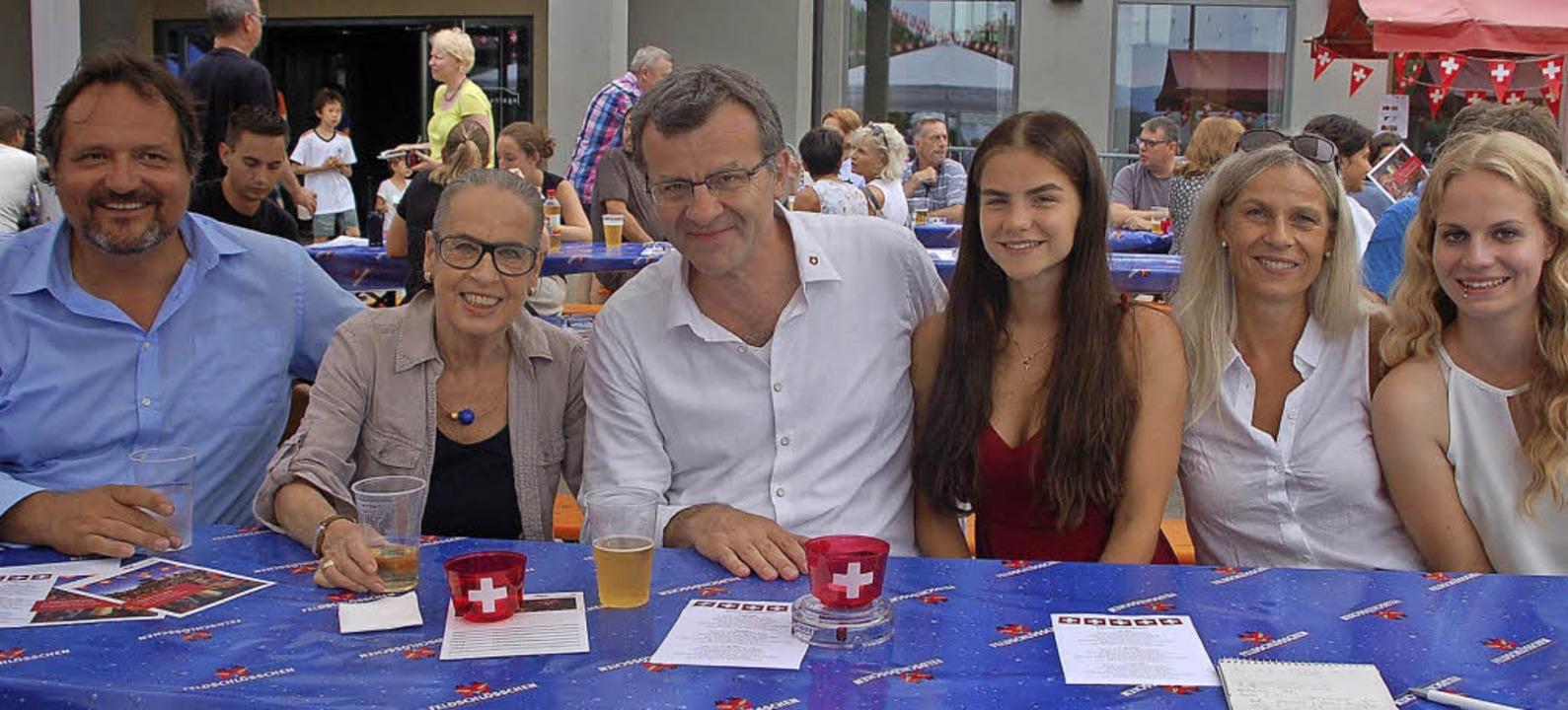 Gemeinsam feiern am 1. August: Peter S...a und Ehefrau Corinna und Sina Bürgi    | Foto: Petra Wunderle