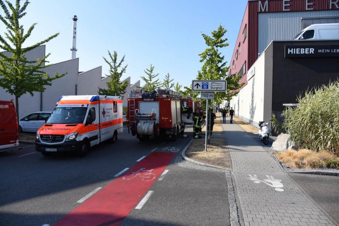 Polizei und Rettungskräfte rückten an.  | Foto: Jonas Hirt