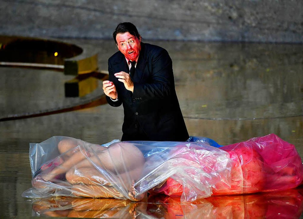 "John Daszak als Herodes in der Salzburger ""Salome""  | Foto: dpa"