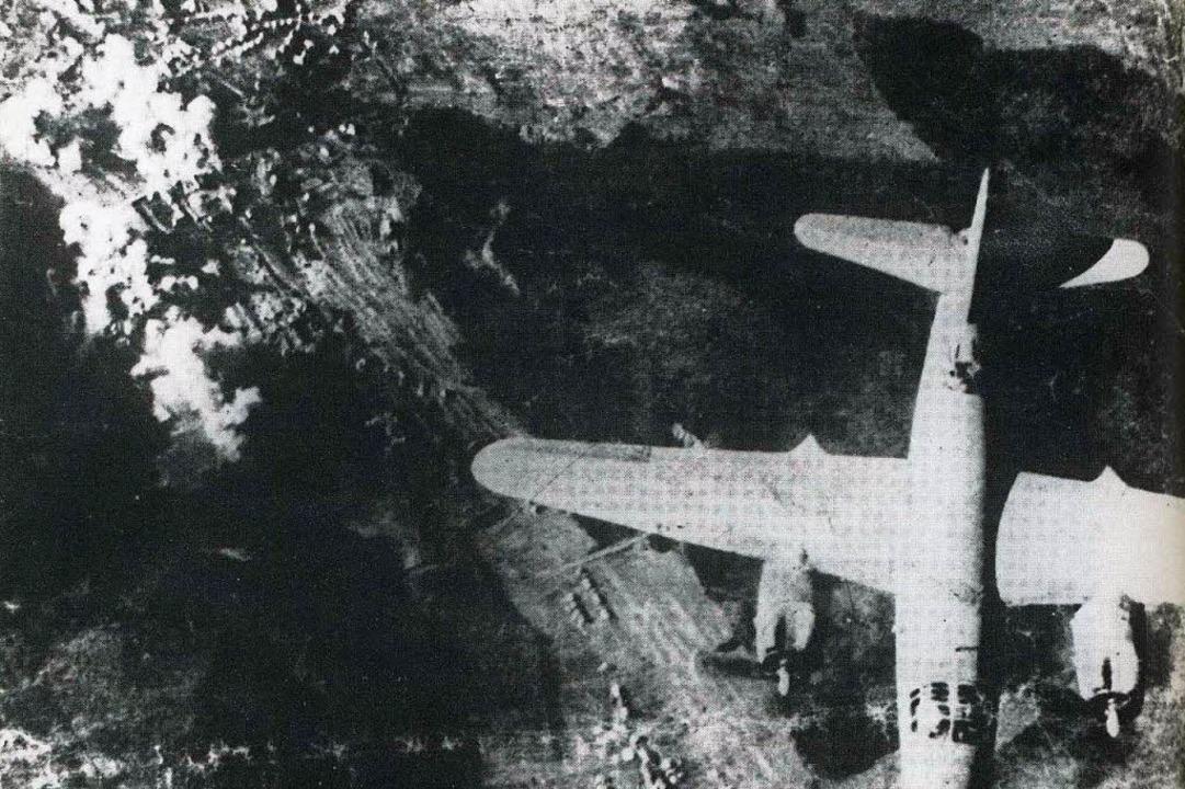 Der Luftangriff auf die Serre-Kaserne ...ermann Schaefer hat das Foto gefunden.  | Foto: privat