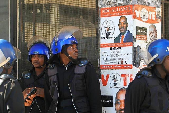 Simbabwes Präsident, genannt: das Krokodil, schnappt zu