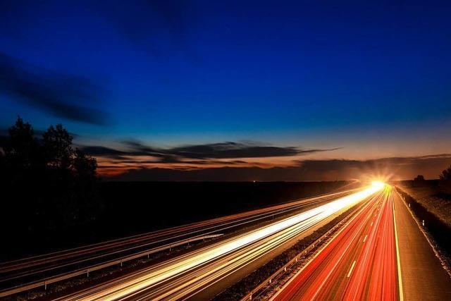 Wildwest auf der A5: Autofahrer rammt Wagen mit voller Absicht