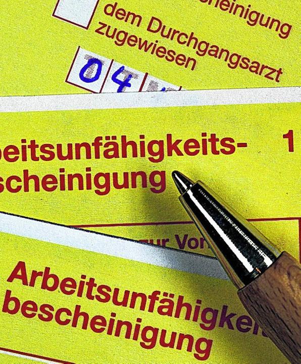 Der gelbe Schein hat bei juristischen Streits hohe Beweiskraft.   | Foto: dpa