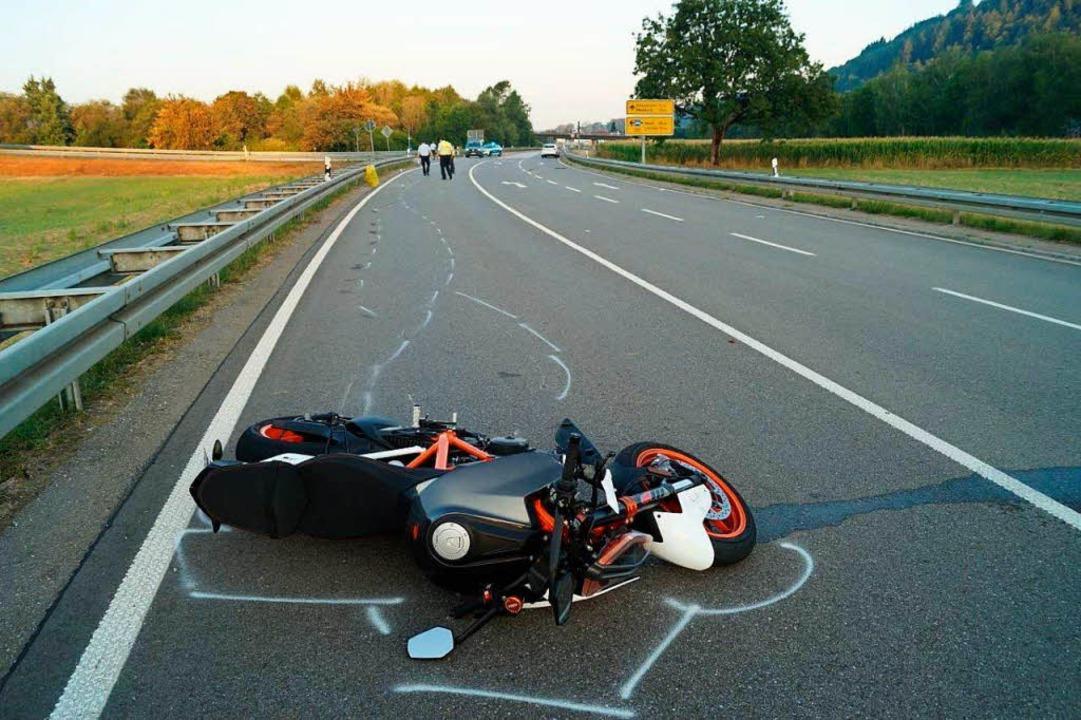 Das Unfall-Motorrad auf der L139 bei Maulburg.  | Foto: Polizei