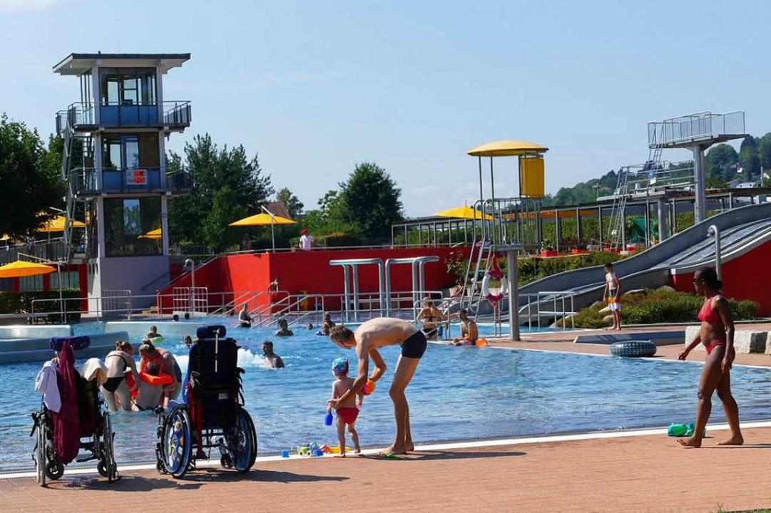 Vormittags gibt es im Parkschwimmbad, das auch barrierefrei ist, viel Platz.  | Foto: Kathrin Ganter