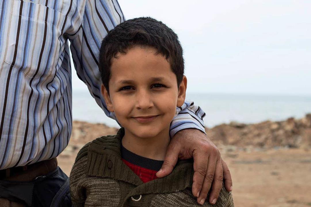 Sohn Ahmad – in Vaters Arm am Meer bei Beirut  | Foto: Felie Zernack