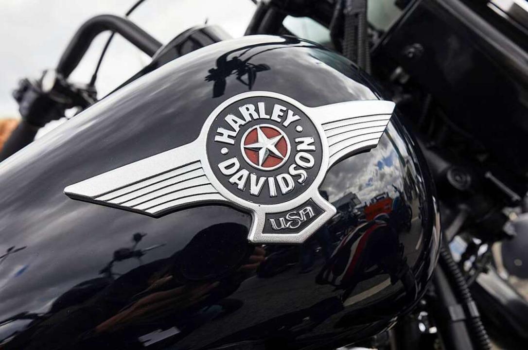 Ein muskulöser Harleyfahrer (Symbolfot...md eines 59-jährigen Mannes zerrissen.    Foto: dpa