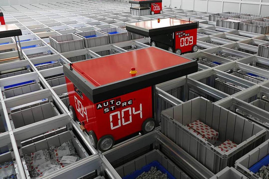 Das Kleinteillager sieht aus wie ein g...oben flitzen die Roboter hin und her.   | Foto: neoperl, ehmann