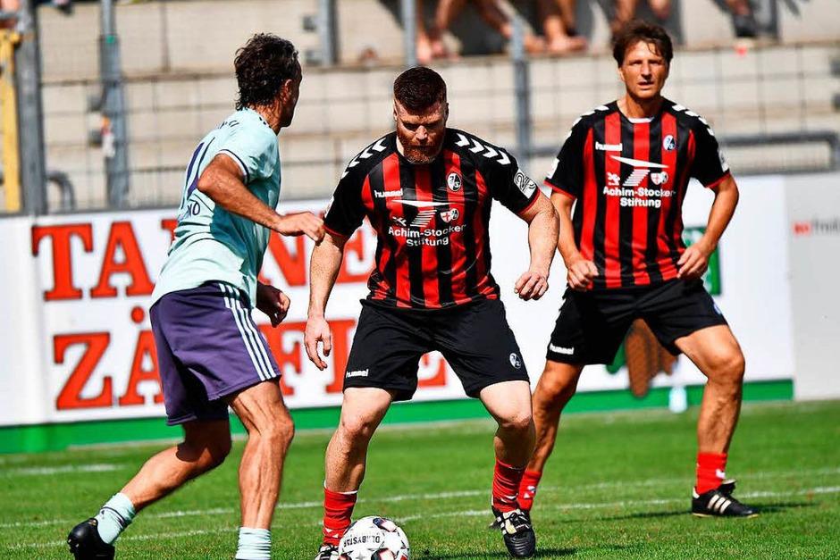 Das SC-Jubiläumsspiel: SC-Spieler aus 30 Jahren spielen gegen Bayern München (Foto: Achim Keller)
