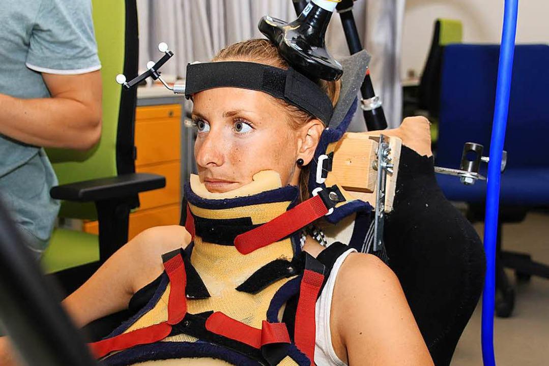 Die 28-jährige Elisa Emminger beim Exp...h eine bestimmte Bewegung ausführt.     | Foto: Steve Przybilla