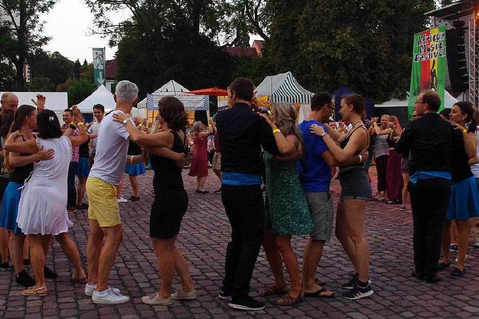 Bunt und Bewegt: Das African Music-Festival hatte viele Facetten (Foto: Annika Sindlinger)